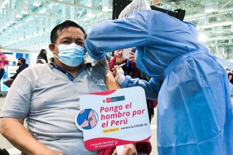 Para incentivar vacunación, centros comerciales de Perú darán dinero y descuentos